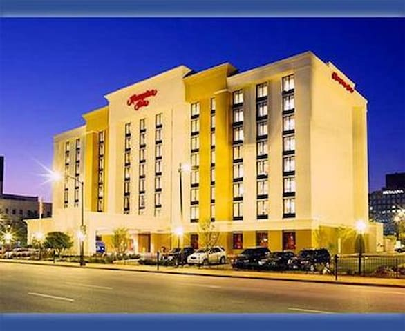 Kentucky Derby Hotel Room-Sleeps 4 - Louisville - Flat