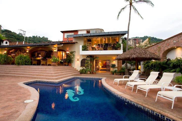 4bdrm Villa w/Staff & Ocean View