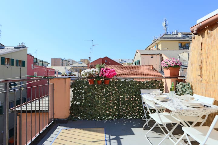 Silenzioso, terrazzo, vicino ad aziende/trasporti - Genua - Appartement