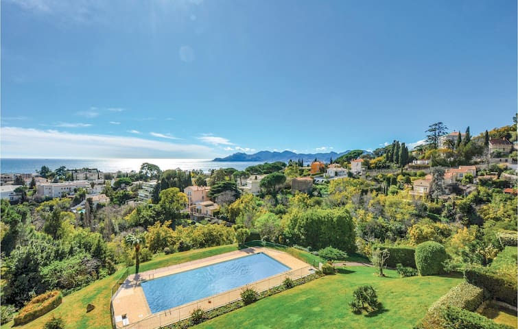 Holiday apartment with 1 bedroom on 60m² in Cannes