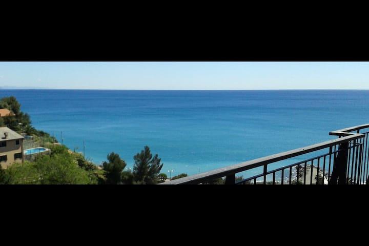 3-bedroom 105 mq flat - Deck over the sea - Arenzano - Apartment