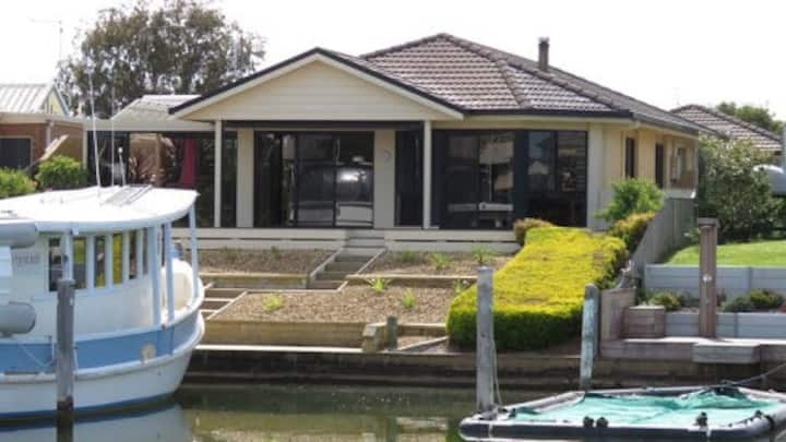 Paynesville canal house, private jetty, pets OK