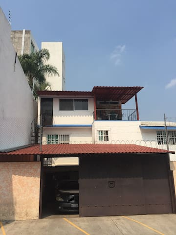 Depto con cuartos para renta con terraza