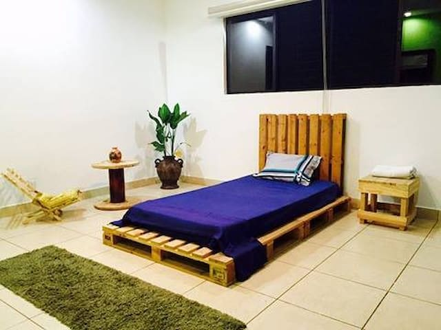 Comfortable private Room. Exclusive House Downtown - Managua - Casa