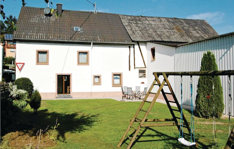 Holiday cottage with 3 bedrooms on 90 m² in Udler