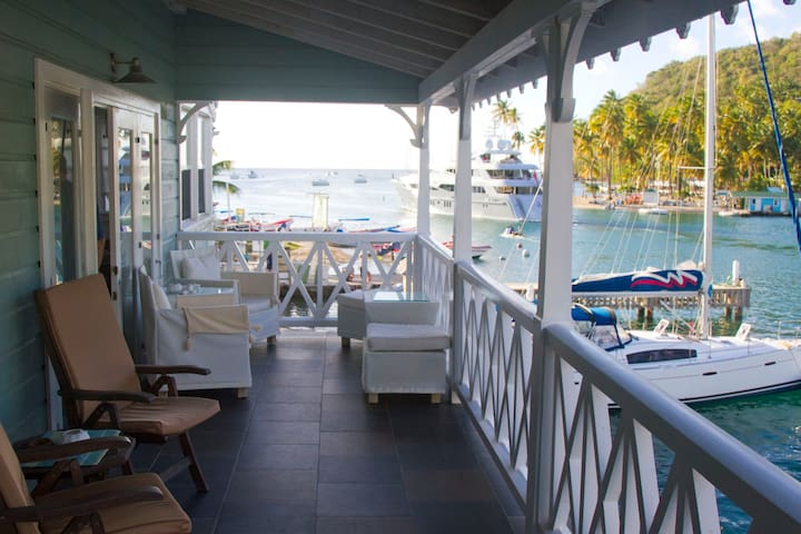 Waterfront location on bay - Marigot Bay - Lejlighed