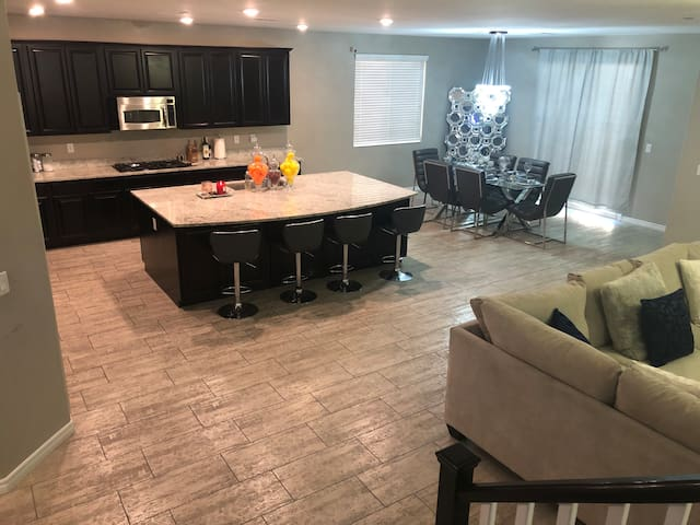 Brand New Vegas Modern home  10 min from The Strip