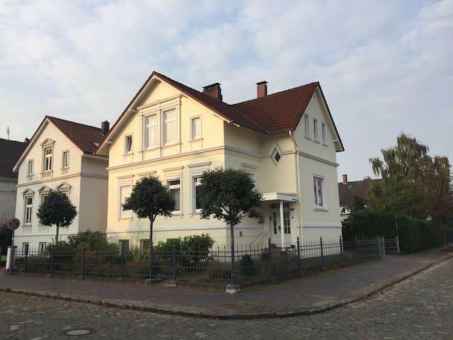Zwei Zimmer in schönem Altbau in Oldenburg - Oldenburg - Hus