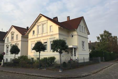 Zwei Zimmer in schönem Altbau in Oldenburg - Oldenburg - House