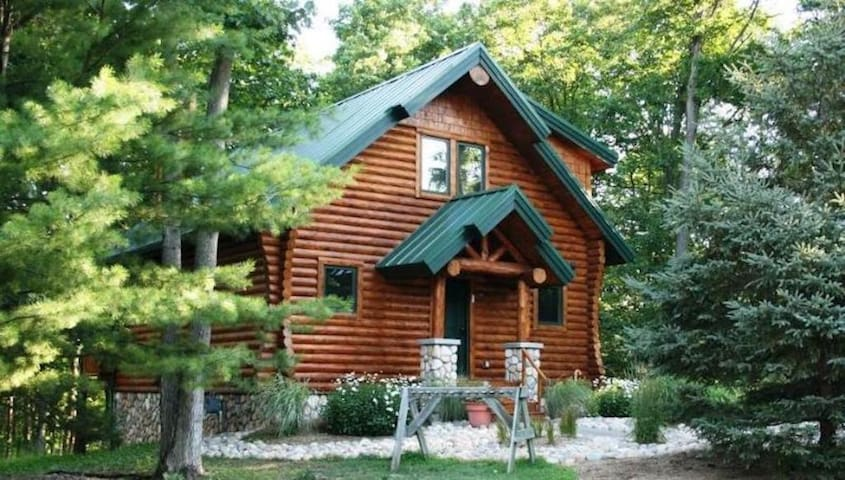Updated, Direct Ski-Out Cabin on Boyne Mountain
