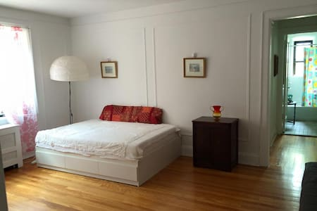 Sunny, Spacious One Bedroom - Mamaroneck - 公寓