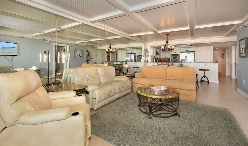CH113 - Luxury at it's finest.  Gorgeous ground floor unit on car free beach