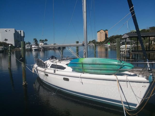 40ft sailboat on Destin Harbor + free 2-man kayak!