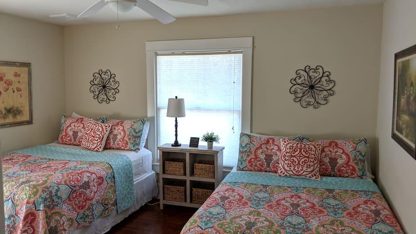 2nd Bedroom (2 queen beds)