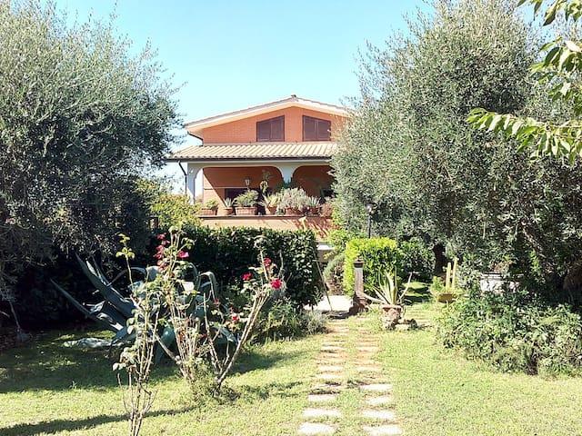 Anna's House . Splendida villa immersa nel verde! - Fiano Romano