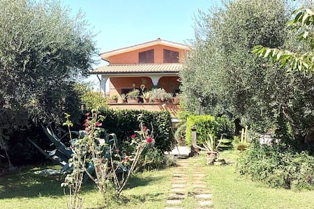 Anna's House . Splendida villa immersa nel verde! - Fiano Romano - วิลล่า
