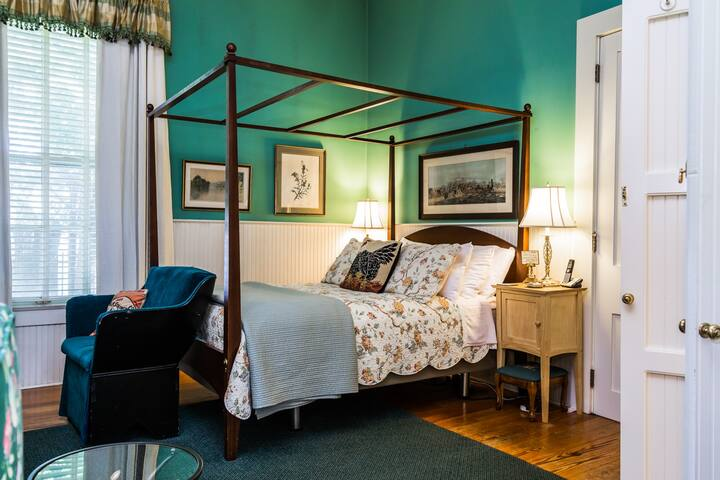 Hearth Room - Inn at Woodhaven