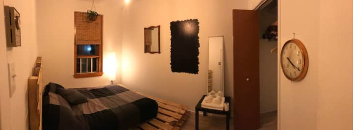 Private Room downtown! Hostel vibe!