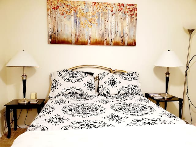 Cozy room with convenient place close to the mall.