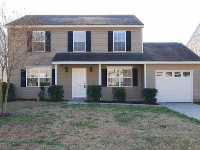 **GREAT PLACE FOR MASTERS WEEKEND!!!** - Lexington - House