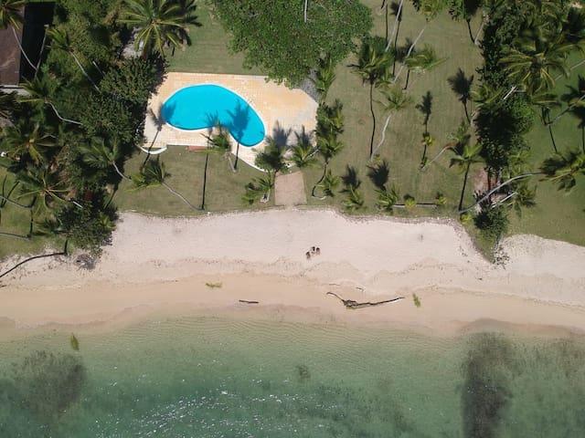 Villa en Juan Dolio con playa y piscina privada.