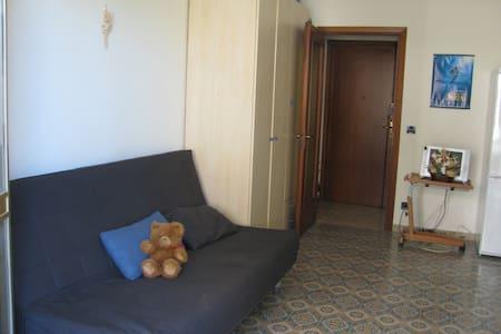 Estudio hasta 4 personas, parqueo privado - Borghetto Santo Spirito - Квартира
