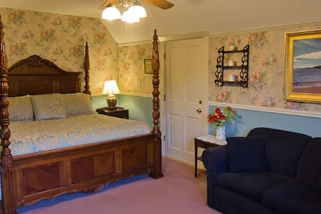 CLEFTSTONE MANOR- Bruce Price Room
