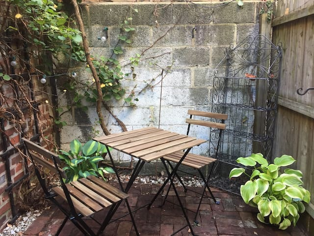 Sweet Little Garden Apt. w/ Private Outdoor Space