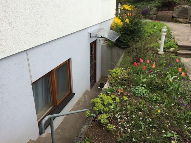 Einliegerwohnung - neu eingerichtet - Oberderdingen - Lägenhet