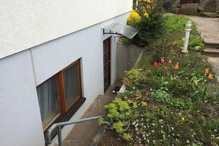 Einliegerwohnung - neu eingerichtet - Oberderdingen - Apartamento