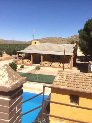 Rural house 5 min drive from Villena