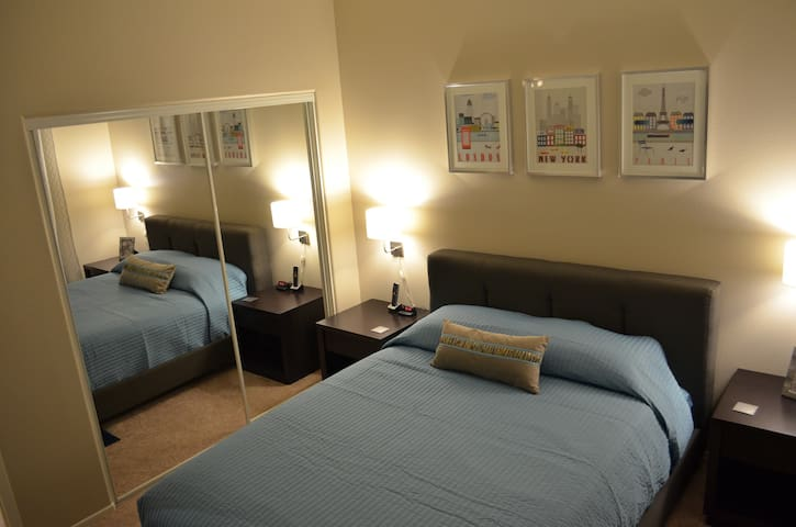 Suite 1 : Queen Bedroom with direct access to pool