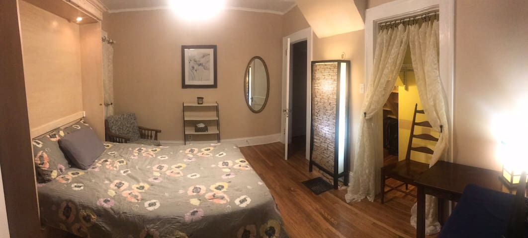 Cozy private room in downtown Mooresville