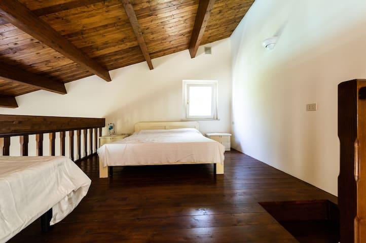 Soppalco 2° appartamento 2/4 posti letto
