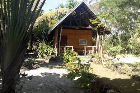 Private casitas near the beach! - Puerto Princesa - Bed & Breakfast