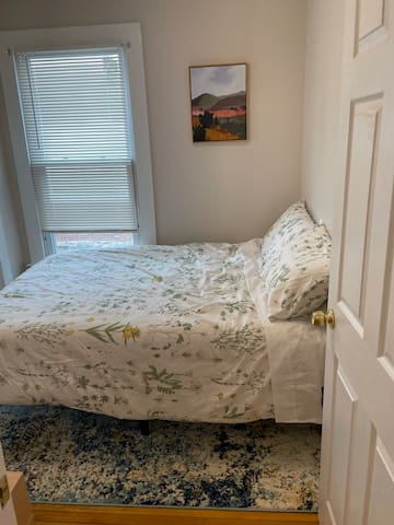 Bedroom, Full size bed