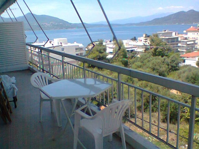 Apartment with view in Loutra Aidipsou