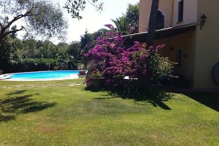 Villa con piscina vicino al mare - Sassari - Villa