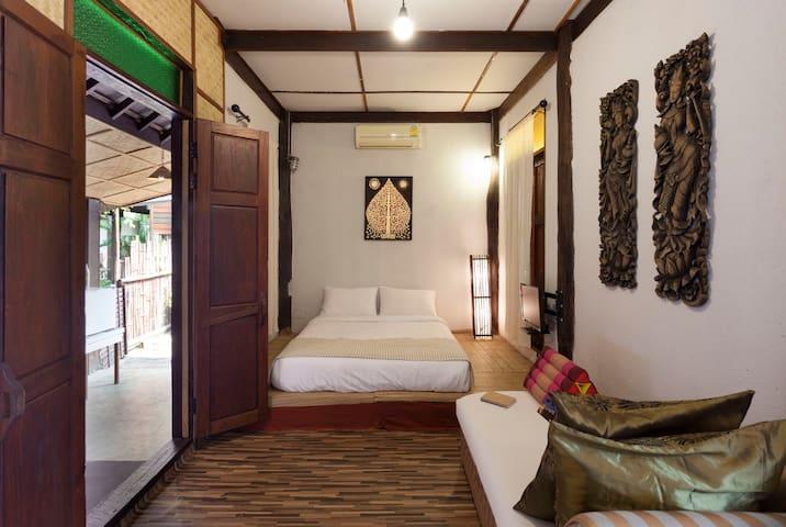 Chiang Mai Old Khmer Wooden Air-con  Villa - Chiang Mai - House