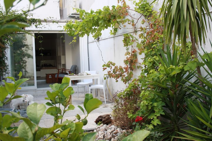 Heart of Lisbon with private garden