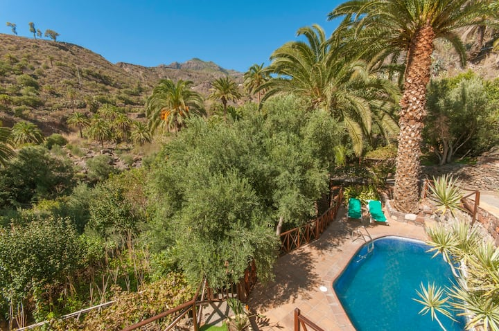 Holiday cottage with pool (GC0260)
