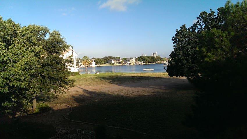 Great getaway condo with views of Lake LBJ