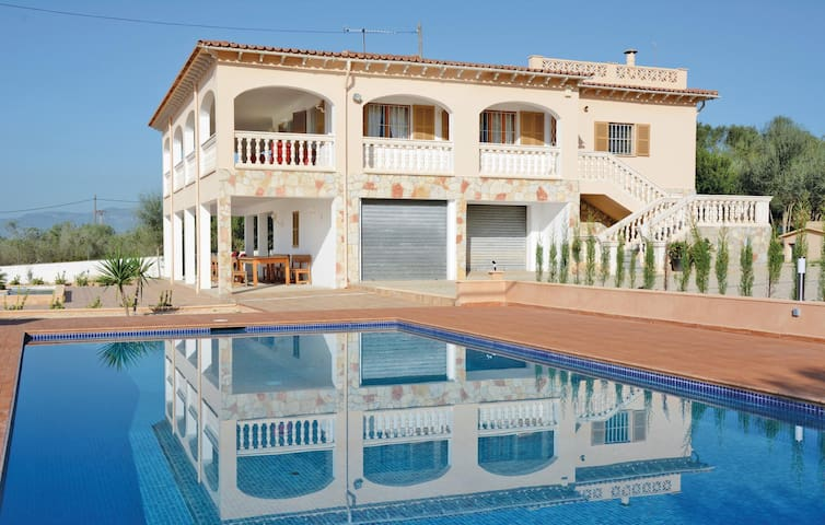 Holiday cottage with 5 bedrooms on 165 m² in Sa Cabaneta
