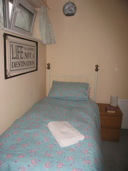 Cosy single room which is newly decorated and furnished