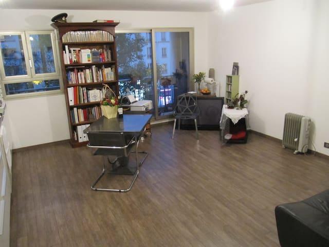 Isolated & Quiet Room - Lively Area - Paris - Apartamento