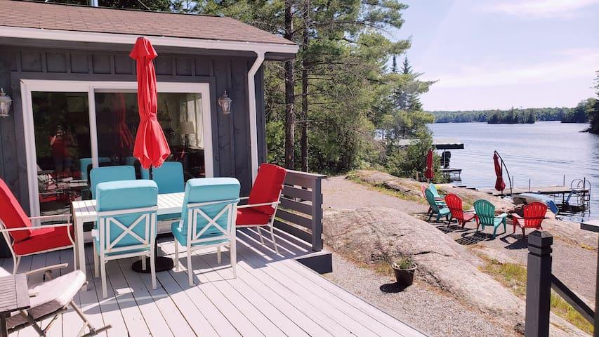 T&T's lakefront cottage retreat