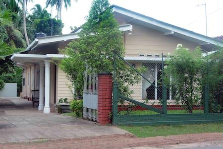 VILLA JEAN-RAJ, Parking Included - Negombo