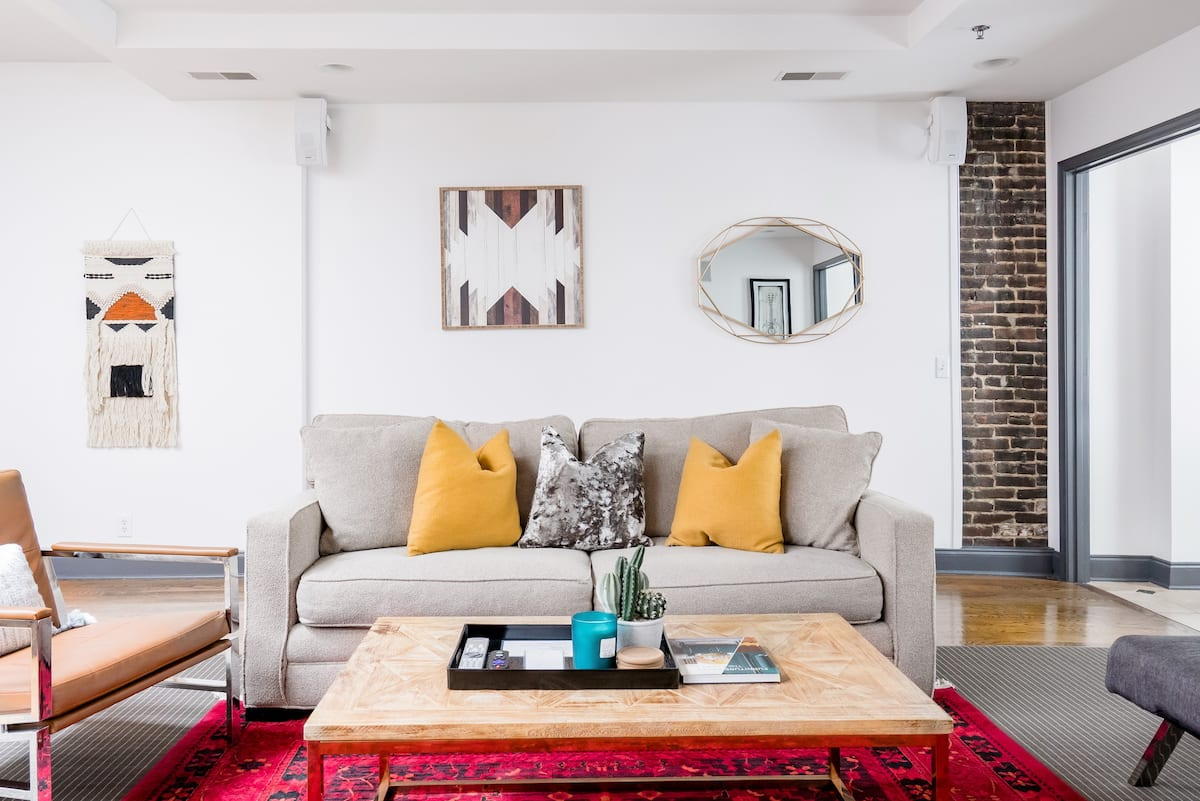 Two Lofts Offering Flexible Accommodation Right on Broadway
