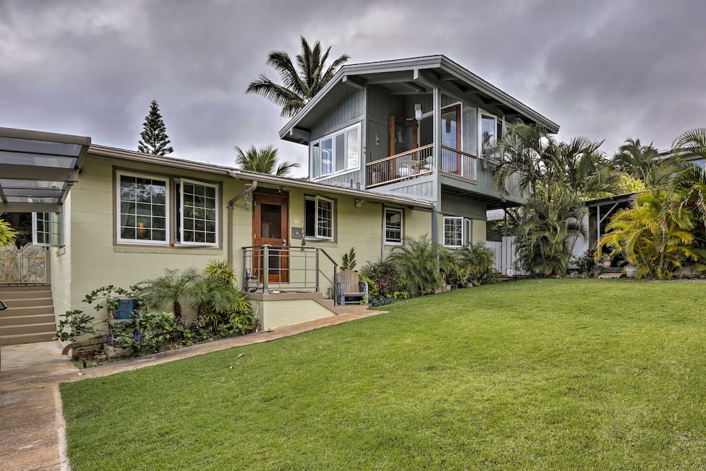 This cottage is nestled in a peaceful, quiet neighborhood and features a wraparound lanai and private beach access.
