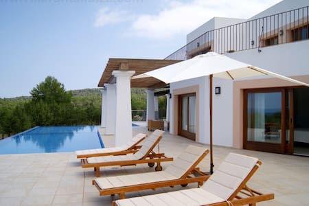 VILLA CONFORT  - CALA MOLI - Balearic Islands